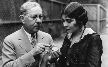 Max Factor (1904 - 1996) advising actress Renee Adoree (1898 - 1933) on a new kind of rouge. Photo: Getty