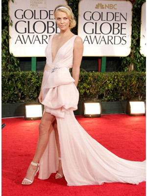 08 getty-golden-globes-fashion-charlize-theron-160112-88383159