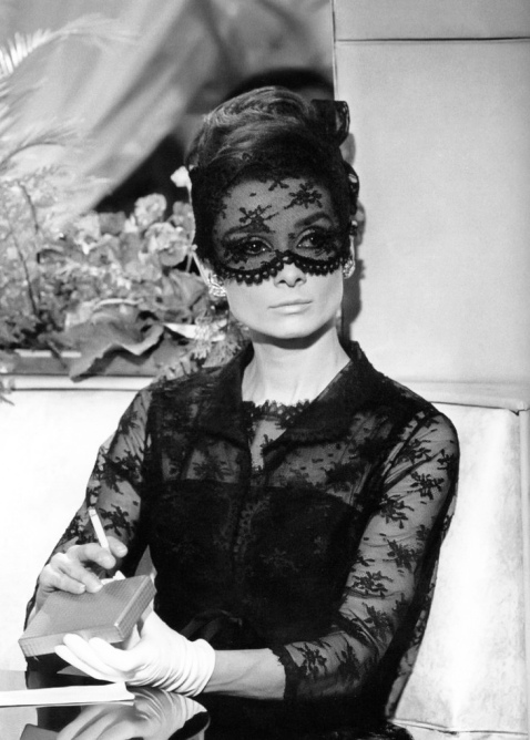 Audrey-Hepburn-Givenchy-Lace-Black-Dress-Mask